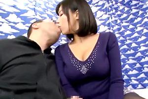 【素人】(人妻に中出ししたい…!)素股のはずがラップを突き破る童貞チンポ