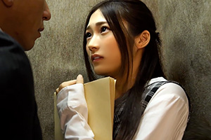 香澄はるか 同僚の美人OLとエレベーター内で盛り上がって…