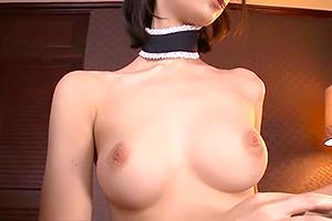 鈴木心春 美巨乳とパイパンが最高に美しいメイドにえづきフェラ!