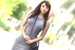 浜崎真緒 巨乳と股間にピタッと張り付くマキシワンピ美女を着衣のまま犯す!