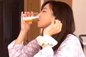 鈴木真夕 酒で豹変した教育ママが息子と禁断の中出し近親相姦