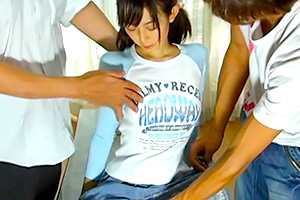 クリトリス拷問。大人たちに徹底的に責められるロリ少女・・・