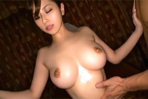 北川エリカ 巨乳美女が最高の美ボディで黒人のデカマラを迎え撃つヌルテカ3P!