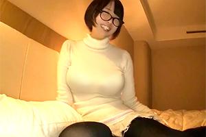 真田美樹 ニット巨乳がパンパン!メガネ美女とコスプレ中出しSEX