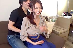【人妻ナンパ】元モデルでGカップ!エロい雰囲気を醸し出す主婦を買い物帰りにゲット!