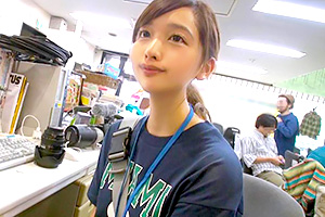 小池さら SOD女子社員史上No.1の笑顔と可愛さ。入社1年目のカメラアシスタントがAVデビュー!