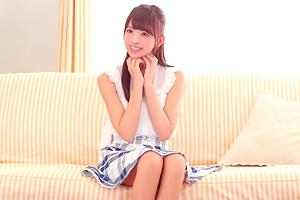 桜もこ 圧倒的な透明感!外神田の超大型アイドルが着衣エッチ!