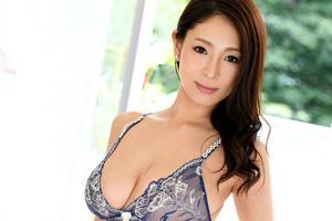 【ラグジュTV】まじめな市役所勤務の超爆乳Iカップのメガネ美人妻(29)とのSEX動画