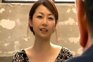 沢村麻耶 中年女の性欲。四十路の人妻が従業員とセックスに燃える