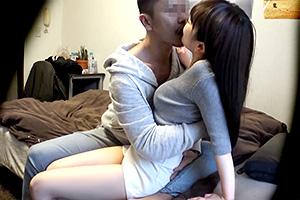 【素人】真っ白な肌に黒髪の美少女がヤリチンの強引なキスに落ちる!