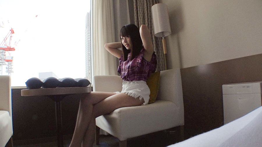 【シロウトTV】高層ホテルの一室でカーテン全開で性に乱れる10代素人のSEX動画