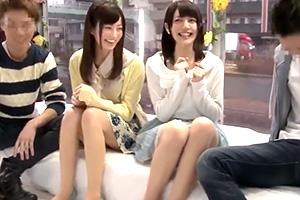 【マジックミラー号】カップルが恋人チェンジ!公開スワッピングで赤面する素人娘