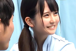 【マジックミラー号】笑顔が可愛くて癒し系の美人ナースが早漏チンポのお手伝い!