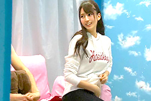 【マジックミラー号】笑顔が可愛い学生が早漏で悩む男子を4発抜き!