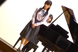 【JK レイプ】ピアノ発表会で演奏直後で緊張が解けた美少女を痴漢魔が狙う!