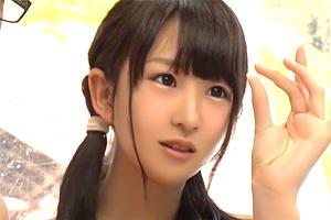 【マジックミラー号】初めて見るガマン汁に興味津々な童顔ビキニ少女が筆下ろし!