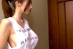 JULIA 不動のJカップ巨乳のお姉さんと中出しセックス