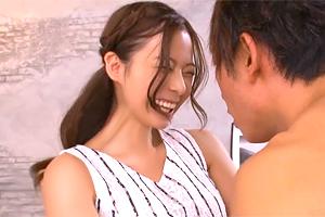 吉高寧々 がっつく男優に最高の笑顔で対応する新人グラドルの初イキSEX!