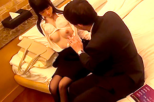 【素人 中出し】妻子持ちの上司と可愛いOLがラブホで。これヤっちゃうな…