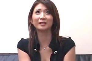 【熟女】真っ赤な下着がセクシーな人妻がセンズリ鑑賞