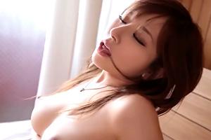 北川エリカ Gカップ巨乳美女が男2人を相手にホテルで汗だくSEX
