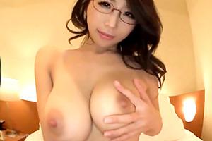 篠田あゆみ 眼鏡の似合う巨乳お姉さんに競泳水着を着せてコスプレエッチ