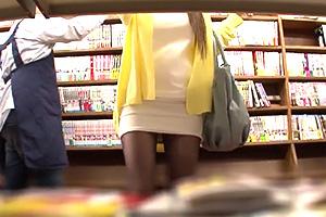 【レイプ 中出し】静かな本屋で巨乳美女を襲う大胆犯行!