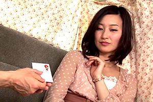 【熟女】素晴らしい脚線美の人妻を下着アンケートと称してナンパ