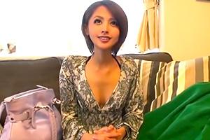 夏目優希 キュートな小悪魔痴女がM男のお宅訪問