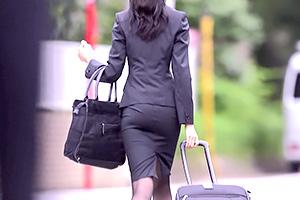 黒川すみれ 尻が抜群にエロい会社の上司と出張で相部屋になった。