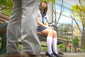 上原亜衣 「一人なの?」公園でオジサン待ちしてたロリ系JKを自宅に連れ帰る
