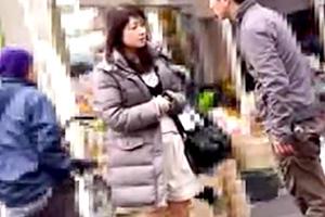 【熟女】買い物帰りの五十路人妻を婦人誌のインタビューと称してナンパ