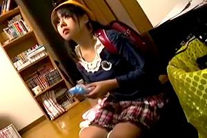 これやば…。学校帰りのロリ少女を自宅に連れ込みイタズラ…