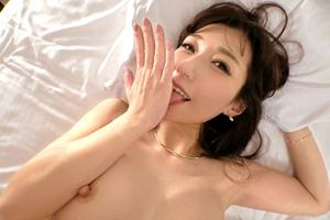 【ラグジュTV】甘い話し方で誘惑するミステリアスな美人女医とのSEX動画