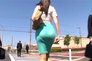 はちきれそうなプリ尻をタイトスカートで強調する美女が逆痴漢で…