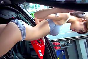 【素人】洗車の商品プロモーションでナイスバディのお姉さんが登場!