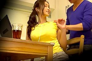 【人妻】ノースリーブがよく似合う巨乳美人妻と仲良くなって自宅に連れ込む!