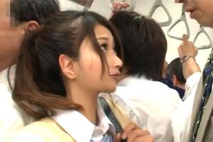 超タイプの美少女JKと満員電車で密着!お互いの股間が触れ合う痴漢状態で…