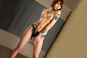 佐藤エル 身長180cmでインパクト大のタトゥー!スーパーモデル級の美脚美女がAVデビュー!