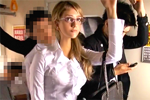 ミア・楓・キャメロン 北欧出身の巨乳OLが日本の満員電車で痴漢被害に…