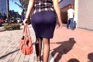 【素人】タイトスカートのデカ尻がセクシーなOLを追跡ナンパ!