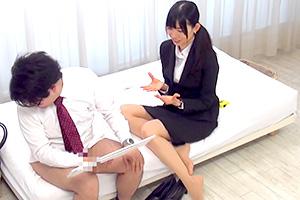 【素人】面倒見が良い女先輩OLが未だに童貞の新入社員に手コキマッサージ!
