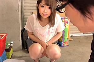 「パンツ見えた?」めっちゃ可愛いお姉さんがTバックパンチラで誘惑してきた…