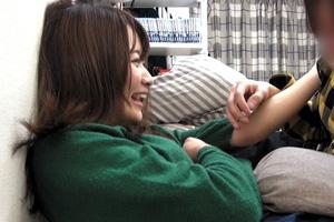 【盗撮】ヤリチン男の手マンを拒めない美少女を口説き落とすSEX動画