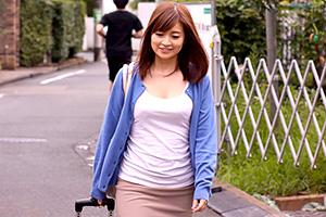 【熟女】新山沙弥 密かに憧れていた母親の友人と10年ぶりに再会