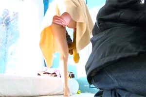 【マジックミラー号】スタイル抜群の彼女をオイルマッサージで寝取って中出し!