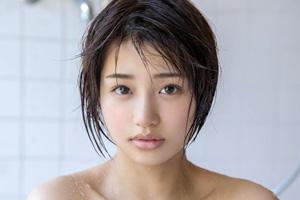 唯井まひろ 18歳の美少女が手マンでベッドをびしょ濡れにする潮吹きSEX動画