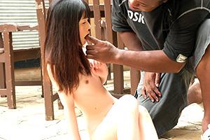 【貧乳】つるぺたロリ少女に外国人のデカチンをぶっ刺す!