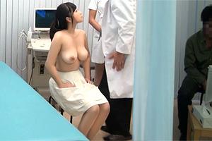 【素人】嫁を寝取らせたい夫が計画したNTR検診で巨乳人妻に中出し!