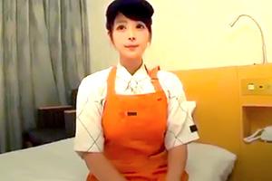【素人】牛丼屋でバイトする巨乳大学生とホテルで制服3P